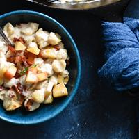 The Ultimate Comfort Food: Skillet Mac and Cheese with Bacon & Apples