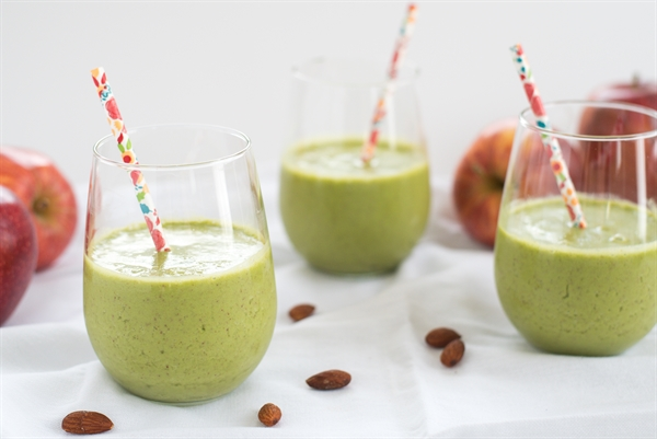 Apple and Almond Green Smoothie